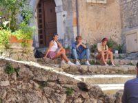 Giulia Salemi, Paolo Ciavarro e Paola Di Benedetto a Felitto per le scene di un nuovo programma Mediaset