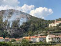 Ennesimo incendio nel Vallo di Diano. Rogo nei pressi del Convento di Polla