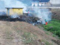 Fiamme in un terreno a Sant'Arsenio. Interviene la squadra Antincendio della Comunità Montana
