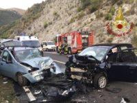 Scontro fatale tra due auto sulla Fondo Valle Noce all'altezza di Maratea. Un morto e un ferito