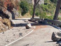 Dopo l'incendio di agosto prosegue la messa in sicurezza del costone roccioso sulla SS18 tra Sapri e Maratea
