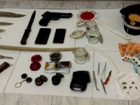 Nascondono in casa marijuana e armi da guerra illegali. Denunciati due ragazzi di Controne