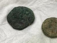 Anonimo consegna antiche monete di bronzo al Parco Archeologico di Paestum. Furono trovate 30 anni fa