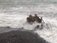 Maltempo. A Sapri una ruspa trascinata in mare, intervengono le Forze dell'Ordine