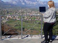 Una gita virtuale per bambini speciali. La maestra Graziella Vertucci mostra Teggiano ai suoi alunni di Torino