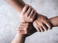"""""""Dammi la mano"""",il progetto dedicato agli orfani di femminicidio nato dopo la morte di Violeta a Sala Consilina"""