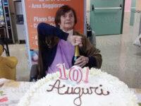 A Brienza compleanno da record per nonna Annunziata che spegne 101 candeline nella casa di riposo