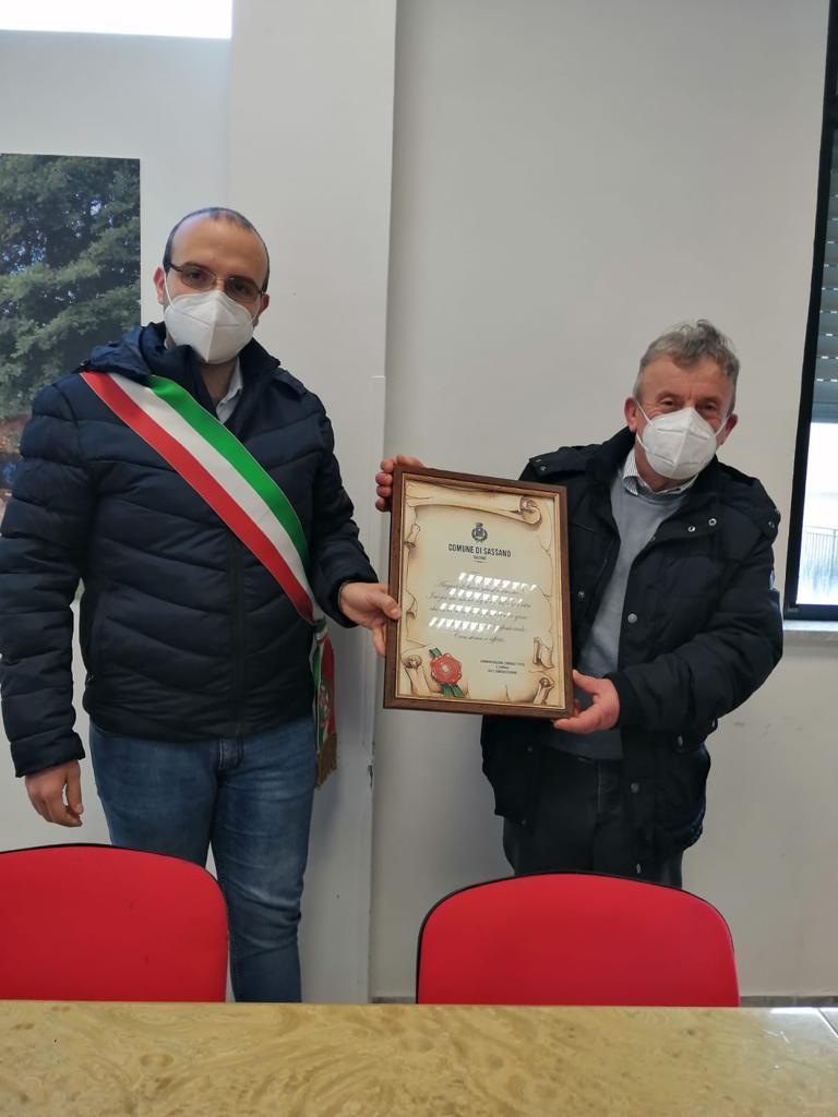 A Sassano il saluto di ringraziamento degli amministratori per il segretario comunale Franco Tierno