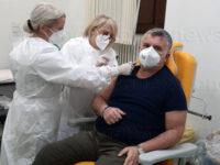 Partono le vaccinazioni anti-Covid all'ospedale di Polla. Tra i primi il Direttore Sanitario Luigi Mandia