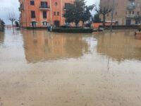 Disagi per il maltempo a Sapri. Esondano i canali, strade e piazze allagate