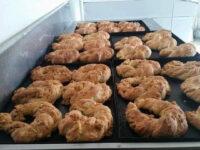 Sassano: si apre al Panificio Due Emme la campagna di produzione del gustoso tortano con i cicoli