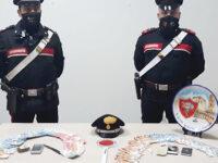 Sorpresi con la droga, arrestati 2 giovani pusher a Salerno. Uno prendeva il Reddito di Cittadinanza