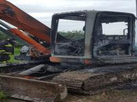 Capaccio: in fiamme escavatore di proprietà di un assessore, s'indaga