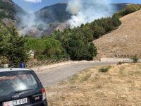 Scoperto ad appiccare il fuoco in alcuni boschi della Valle del Sele. Scatta l'arresto