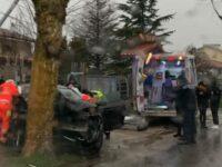 Auto si schianta contro un albero a Capaccio Paestum. Giovane ebolitano ferito gravemente