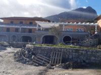 Residence alberghiero a Scario realizzato in assenza di permessi. Scatta il sequestro della struttura