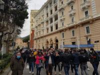 """Salerno: protesta delle partite Iva contro le misure anti-Covid. """"Vogliamo lavorare, De Luca ci ascolti"""""""