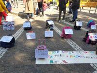 """Studenti, genitori e docenti in piazza a Salerno contro la Dad. """"Murati in casa, non è la soluzione"""""""