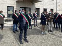 """""""Zona rossa"""" in Basilicata. Sit-in di protesta dei sindaci sotto la sede della Regione a Potenza"""