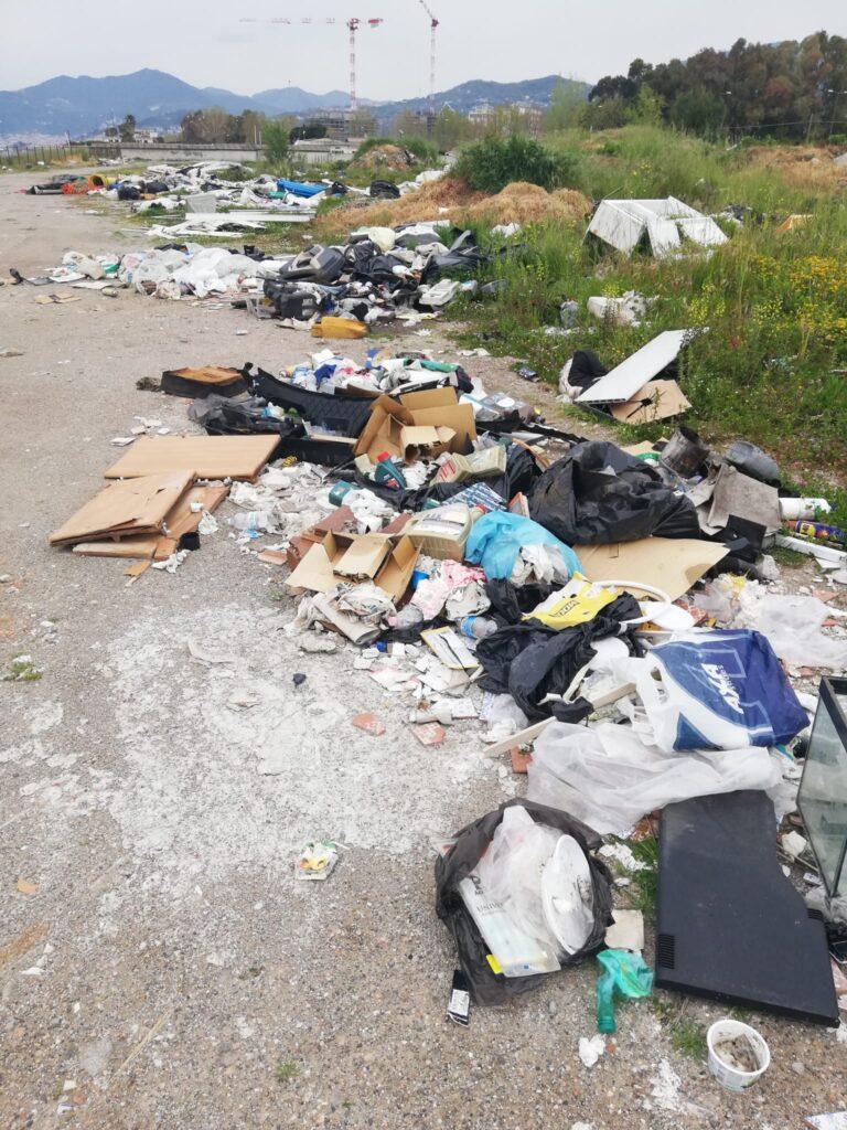 Salerno: discarica abusiva tra lo Stadio Vestuti e Marina d'Arechi. Denuncia del Codacons in Procura