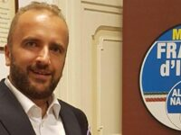 """""""Furbetti del vaccino"""" in Campania. Iannone:""""De Luca è stato il primo a saltare la fila"""""""