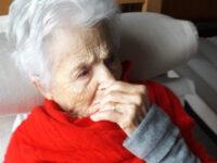 """Salerno: anziana di 101 anni attende il vaccino a casa da febbraio. Il Codacons:""""L'ASL tace"""""""