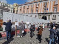 Confesercenti Campania protesta contro le chiusure. 15 croci per la Via Crucis del commercio