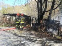 Potenza: in fiamme baracche con animali e un deposito di fieno, intervengono i Vigili del Fuoco