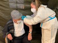 """Vietri di Potenza: Vincenzo Gorga a 101 anni si vaccina contro il Covid. """"Ascoltiamo i medici e vacciniamoci tutti"""""""