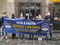 """""""Non c'è festa senza lavoro"""". A Salerno flash mob di Fratelli d'Italia a sostegno delle categorie penalizzate"""