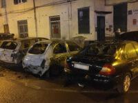 Paura nella notte a Sapri. Auto in fiamme in Piazza Veneto, intervengono i Vigili del Fuoco