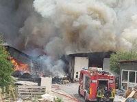 Paura a Palinuro. Vasto incendio divampa in una falegnameria