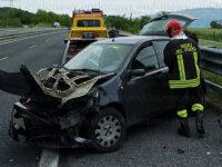Auto si schianta lungo l'A2 del Mediterraneo a Polla. Due donne ferite