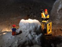 """""""Museum at Night Challenge"""". Le minifigures Lego all'opera di notte nelle Grotte di Pertosa-Auletta"""