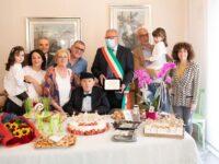 Una giornata speciale a Serre, comunità in festa per i 100 anni di nonno Carmelo