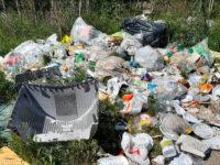 Campagne trasformate in microdiscariche di rifiuti. L'inciviltà umana colpisce il territorio di Padula