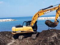 Agropoli: al via operazioni di pulizia dalla posidonia sulla spiaggia del lido Azzurro