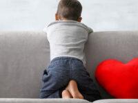 Riduzione delle ore sanitarie dei percorsi terapeutici su minori autistici. Genitori diffidano l'ASL Salerno
