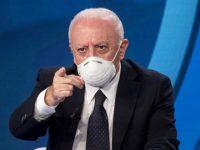 """Per Speranza e il Cts via la mascherina all'aperto dal 28 giugno. De Luca tuona:""""Dibattito demenziale"""""""