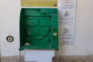 """Rubato defibrillatore ad Altavilla Silentina. L'associazione """"La Panchina"""" denuncia l'accaduto"""