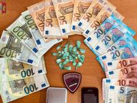 Nasconde cocaina e denaro nelle scarpe. Arrestato pusher a Salerno