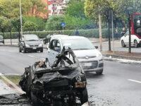 Battipaglia: minicar in fiamme su Viale della Liberta. Paura per due giovani