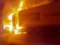 Camion si incendia lungo la S.P. 51 a Sassano. Intervengono i Vigili del Fuoco