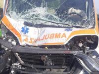 Incidente stradale in A2 tra Petina e Polla. Impatto tra camion e ambulanza, un ferito