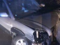 Auto sbanda e va a sbattere lungo la S.S.598 ad Atena Lucana. Due persone ferite