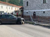 Teggiano: donna del posto perde il controllo dell'auto e finisce contro un lampione