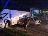 Scontro tra auto e pullman nei pressi del Terminal Bus a Sala Consilina. Ferito un ragazzo del posto