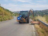 """Provincia di Salerno. Lavori di pulizia e taglio erba sulla """"Via del Mare"""" da Agropoli a Casalvelino"""
