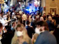 Oltre 400 giovani nei pressi di un locale a Salerno. Intervengono i Carabinieri, sanzionato il titolare