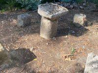 Capaccio: trovati reperti archeologici in un terreno utilizzati come tavoli e sedie. Due denunce